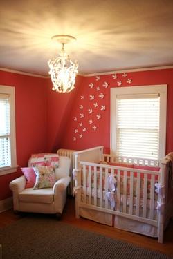 Peinture couleur Corail dans une chambre de bébé